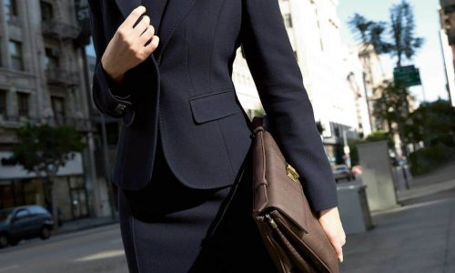 timeless-suits-for-women-4-business-woman